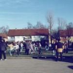 SV im Freien mit Straßenklamotten